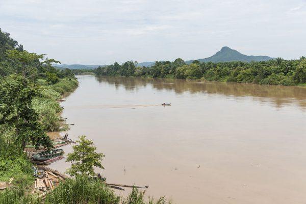 Sungai-Kinabatangan_Sabah_from_bridge_near_BatuTulug